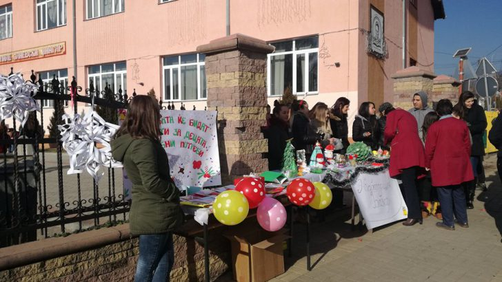 """Учениците од СОУ """"Миле Јаневски Џингар"""" организираа хуманитарен базар"""
