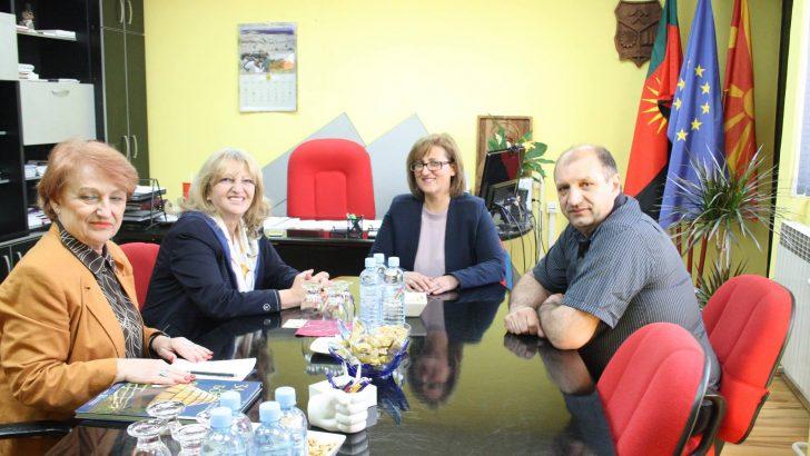 ДЕЛЕГАЦИЈА ОД АМБАСАДАТА НА СРБИЈА ВО ПОСЕТА НА МАКЕДОНСКА КАМЕНИЦА