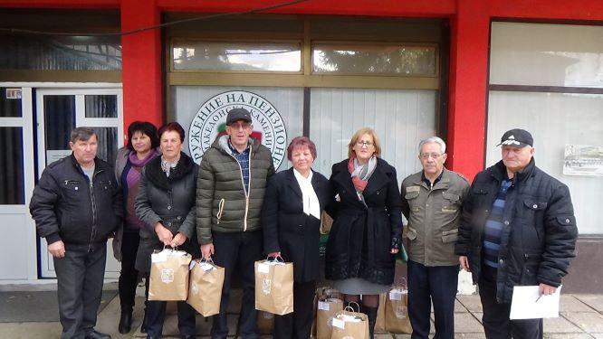 Продолжува традиционалната новогодишна солидарна акција кон постарите и изнемоштени пензионери во општина Македонска Каменица