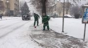 Започна чистењето на снегот од улиците и тротоарите во Македонска Каменица