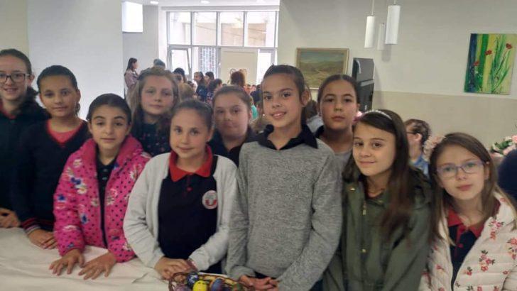 Велигденска изложба во Дом на култура во Македонска Каменица